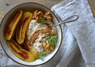 Walnut Oat Cream with baked Banana