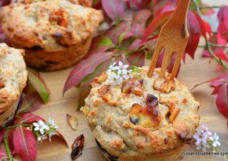 Walnut muffins with caramelized walnuts