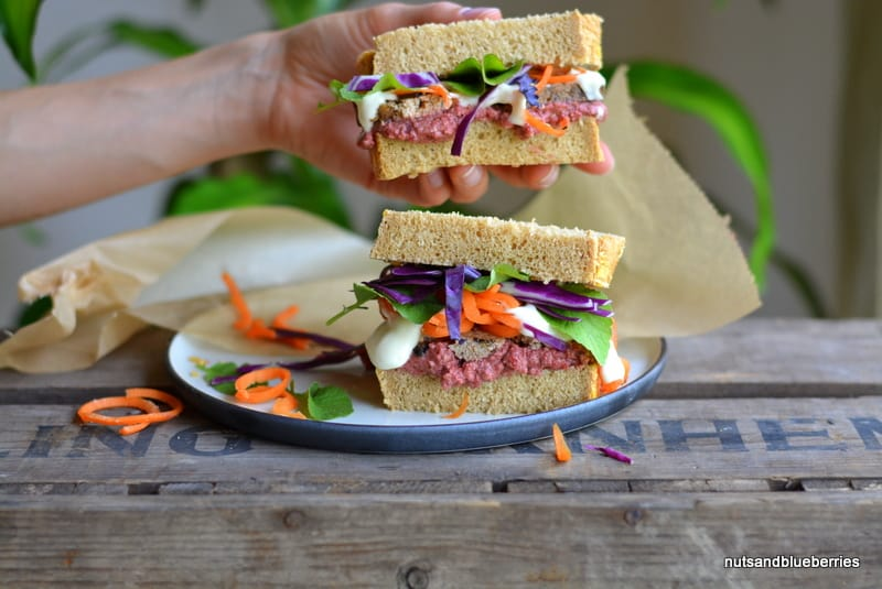 Healthy Beetroot Sandwich with smoked Tofu